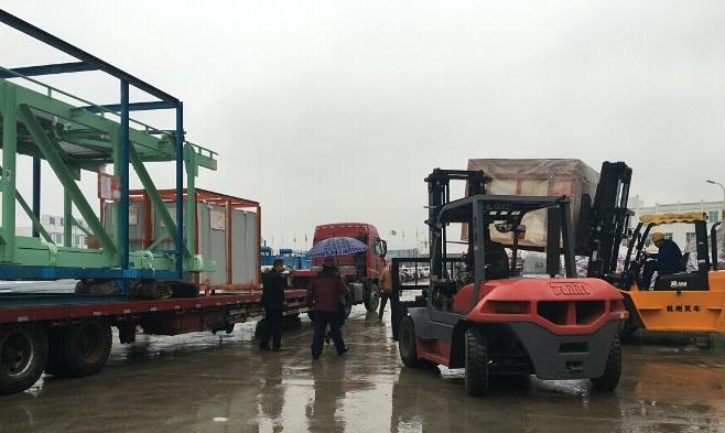 海汇集团带式输送机出口项目25车100多包按期发货